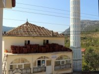 İbradı'da cami çatısı onarılıyor
