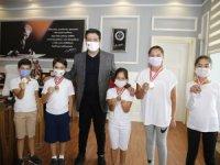 Başkan Turgay Genç şampiyonları ağırladı