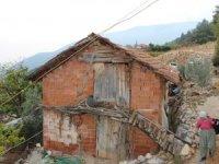 Barakada yaşayan yaşlı çift ev sahibi oldu